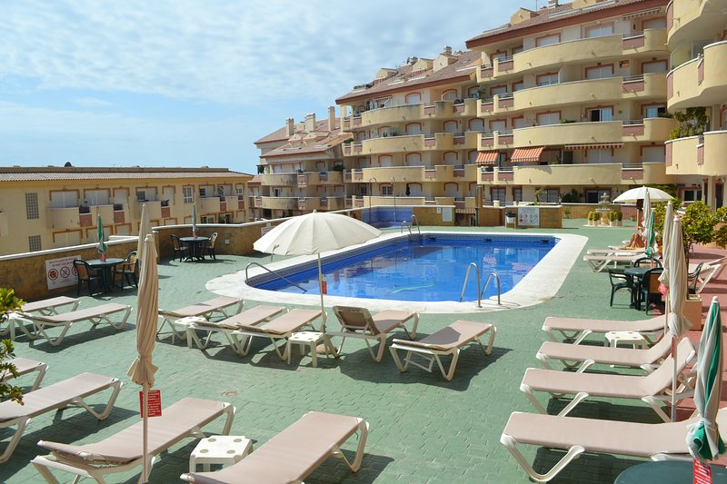 Torreon del Mar 2 Bed 2 Bath, holiday rental in Benalmadena