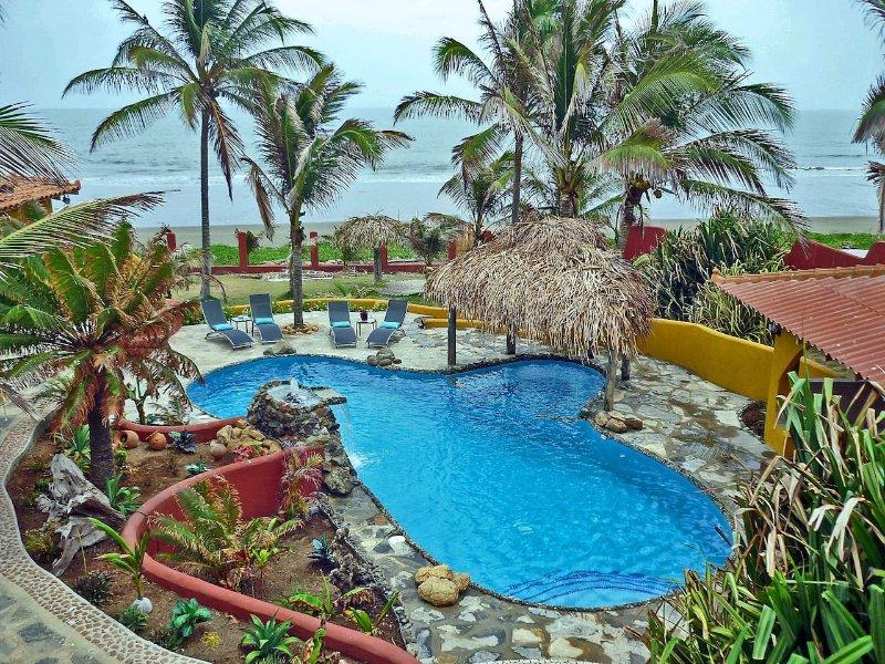 Beachfront studio with ocean view & pool, casa vacanza a La Villa de los Santos