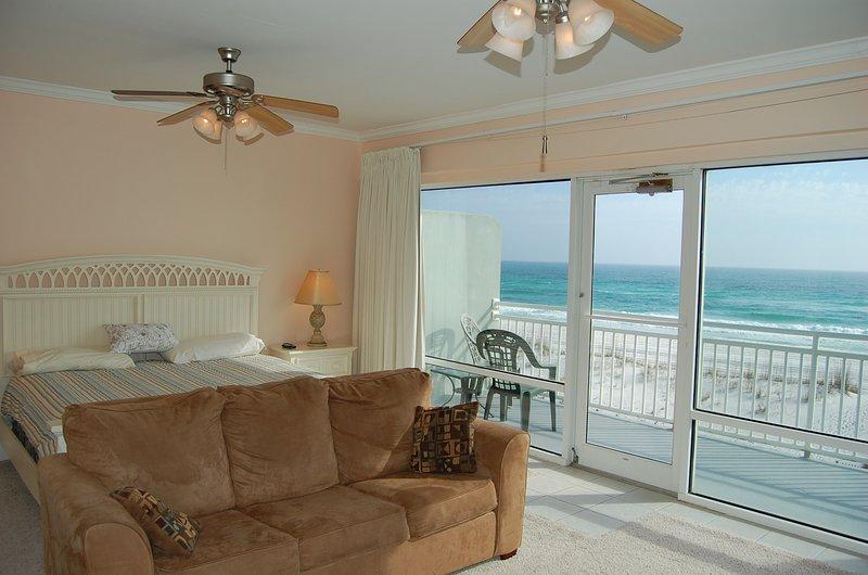 dormitorio principal con balcón frente al golfo