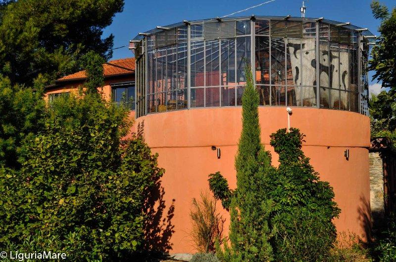 Casa Pino, Colle Lupi, Glasrundbau