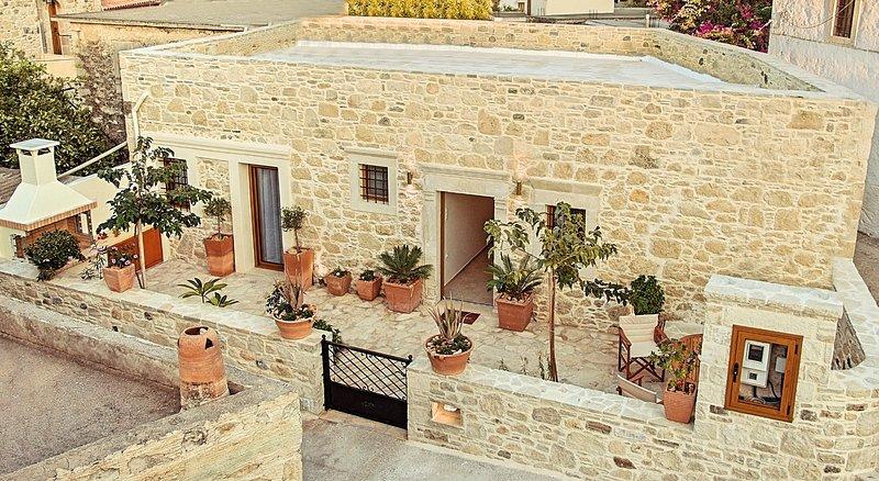 Villa Kapela at Sivas Crete, Ferienwohnung in Mires