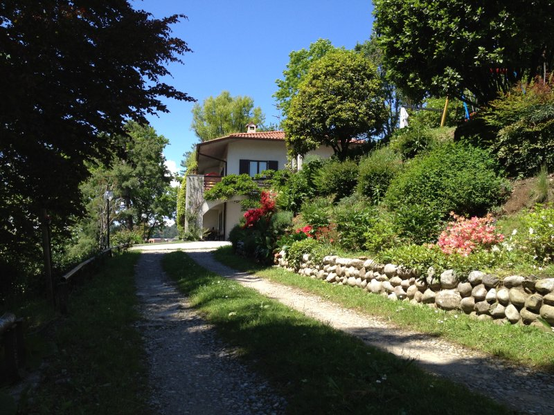 Villa Rosmarini e Ulivi, vacation rental in Province of Lecco