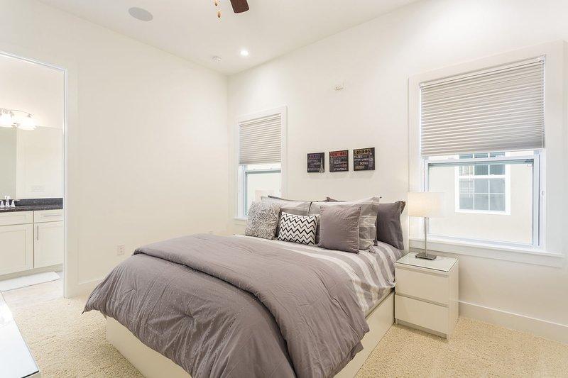 Master bedroom 3 with Queen Bed and en-suite