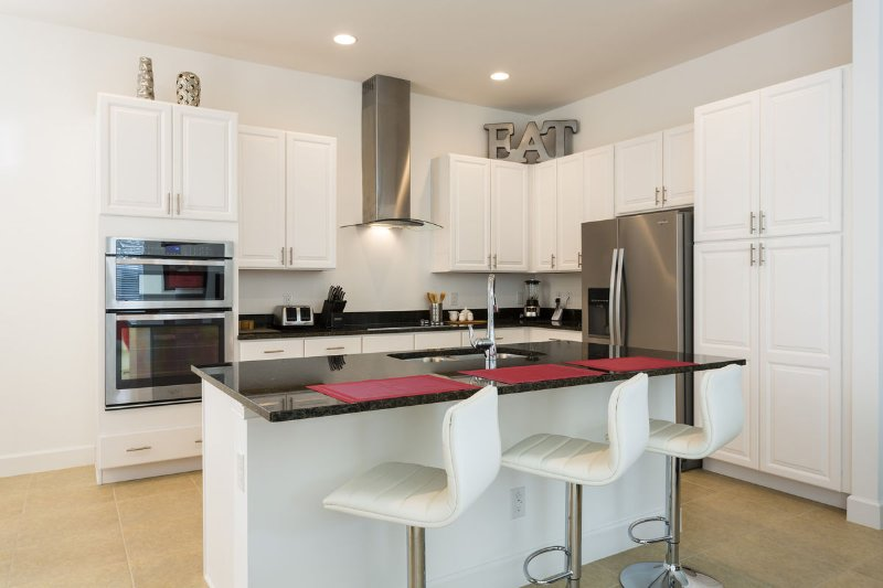 Fully equipped kitchen with breakfast bar and stainless steel appliances