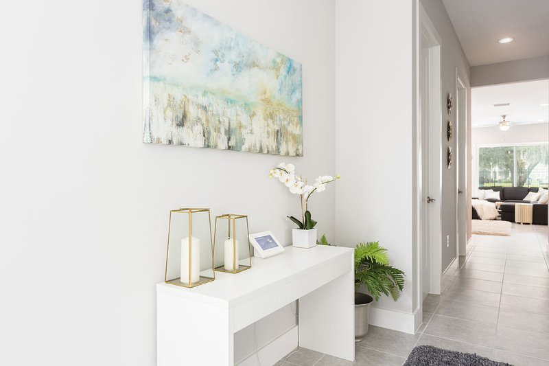 Contemporary welcoming foyer
