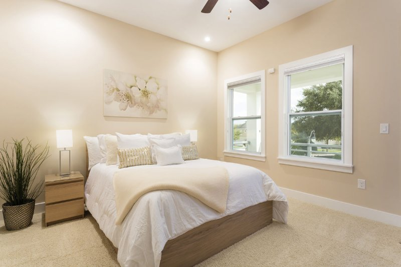 Master bedroom 2 with Queen bed
