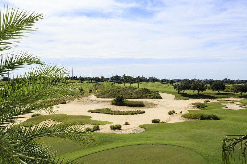 El campo de golf directamente detrás del condominio