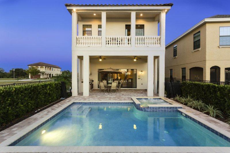 Willkommen in der Golden Sunset Villa