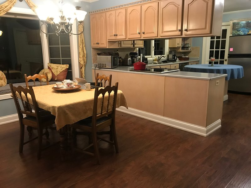 Kitchen fully furnished, dish washer, Stove, Microwave, garbage disposal. filtered water and ice m
