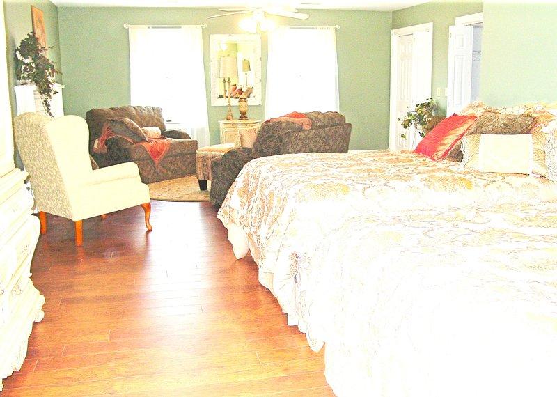 Características Cascade Lakes: The Charleston, duas camas queen size, banheiro privativo e sala de lavandaria, áreas comuns.