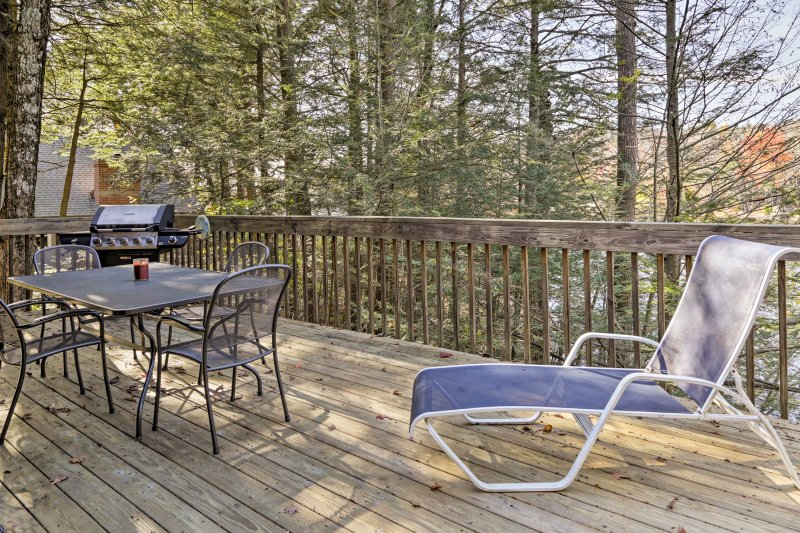 Lounge around and read your latest novel on the deck with views of lush foliage.