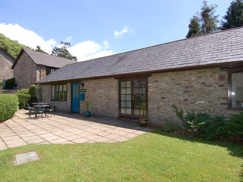 THE COACH HOUSE, single storey coach house with indoor/outdoor pool, tennis, holiday rental in Ivybridge