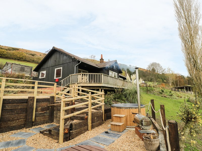 MIDDLE HAVON, WIFI, open plan, hot tub, Ref 933958, holiday rental in Dulas