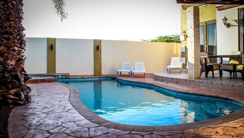 Latitude Adjustment Aruba 4 5 Bed 2 3 Bath Jacuzzi Pool