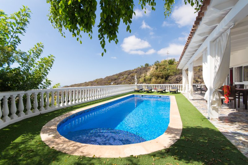 Villa Tehijos. Prestigious 2 Bedroom Villa. Private Heated Pool., holiday rental in Armenime