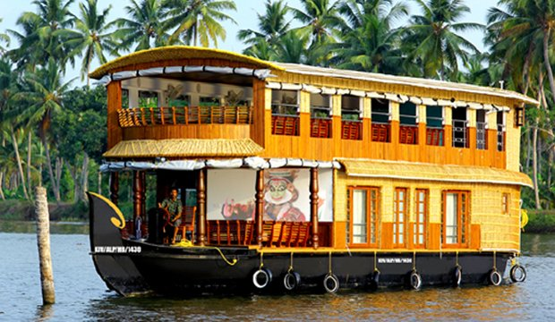 1 or 2 Bedroom houseboat in kumarakom, vacation rental in Kottayam