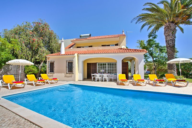 Villa Angelica - 4 Bed, 4 Bath, Private Pool, Close to Castelo Beach & Albufeira, holiday rental in Sesmarias