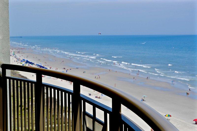 amplio balcón, vistas de la costa