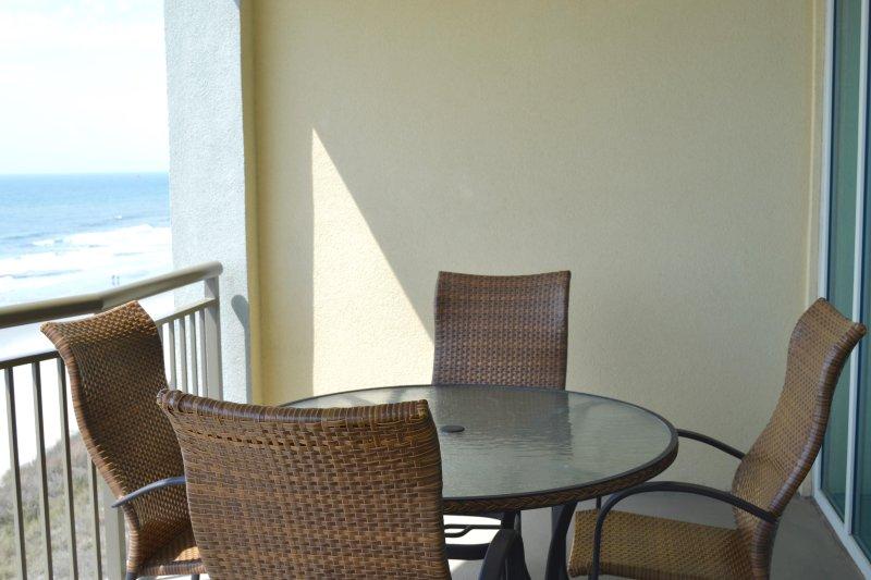 De gran tamaño balcón frente al mar