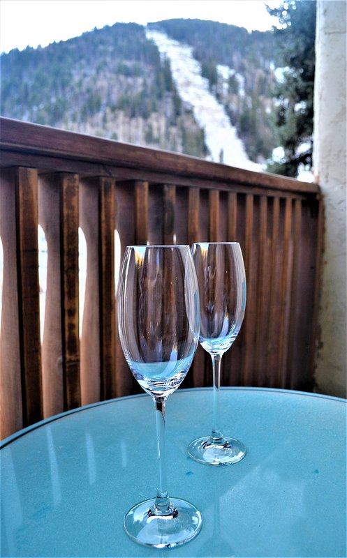 Después de esquiar en el balcón privado con vistas a la zona de Base