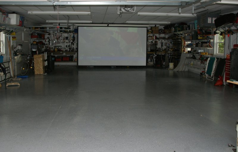 1200 sq ft garage chauffé avec écran de projection 9 X 12' et son surround de location de addl chg