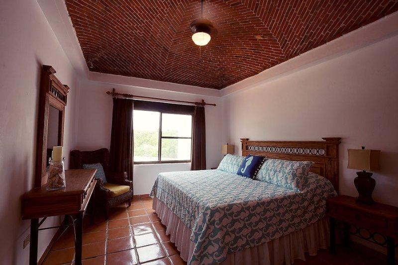 Camera # 3 - vista giardino camera da letto - letto matrimoniale, bagno privato (rinnovato di recente 2016) e balcone