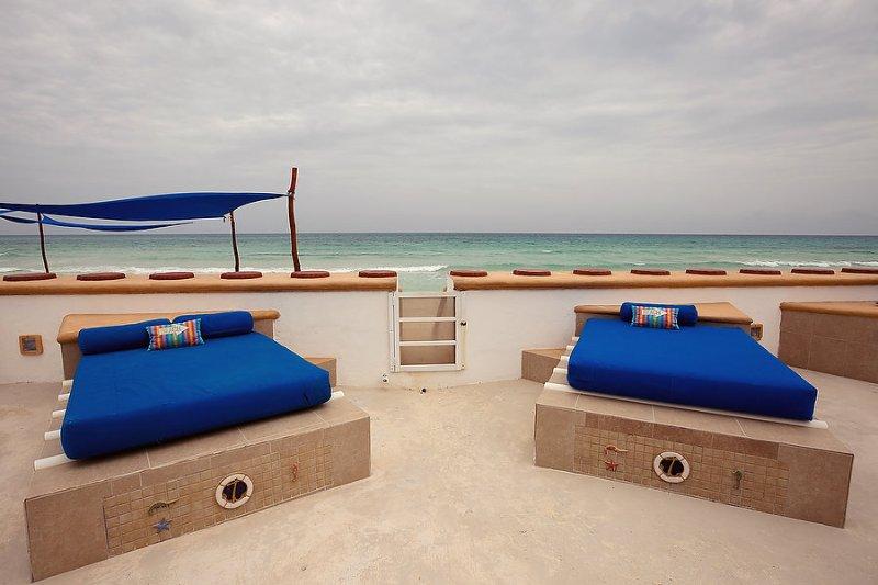 Ogni villa ha una piscina privata con 2 lettini abbronzanti (full size)