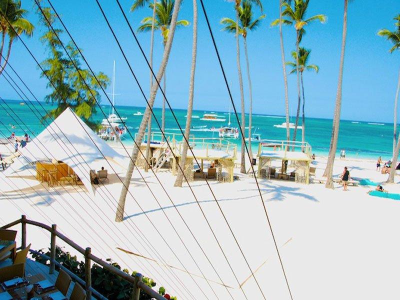 Nuestro club de playa, restaurante medusas, a 15 minutos del complejo