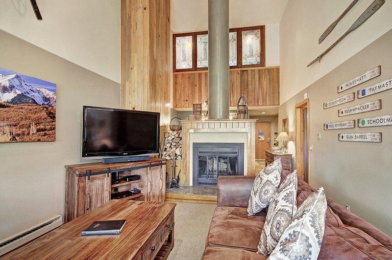 SkyRun Property - '2054 The Pines' - Living Room