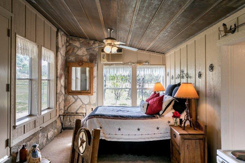 Enchanted Inn, vacation rental in Fredericksburg