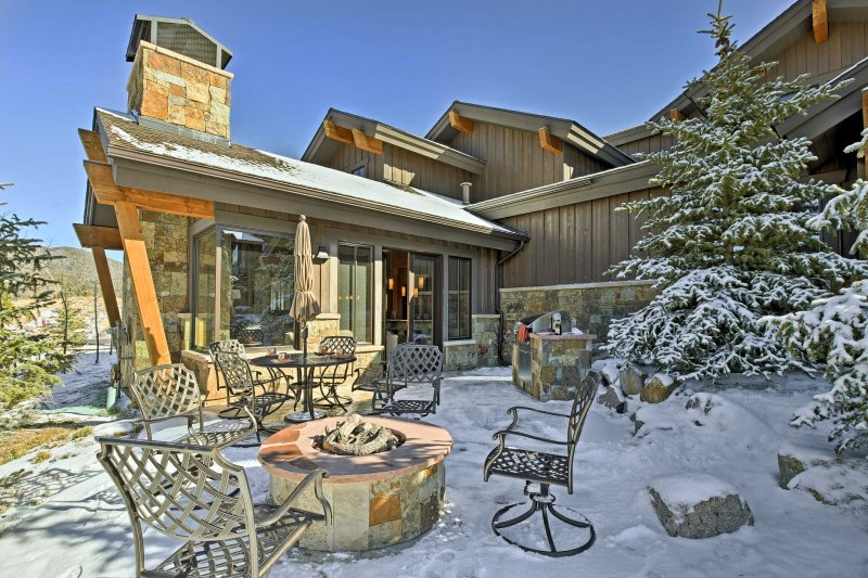 Mountainside Home w/Hot Tub, Steps to Ski Shuttle!, location de vacances à Breckenridge