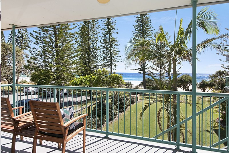 Shoreside 4 - Affordable, great views & only a few steps to the beach!, vacation rental in Burleigh Waters