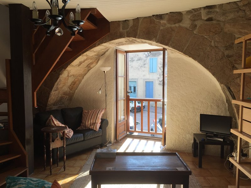 Characterful 1metre thick arch in lounge area