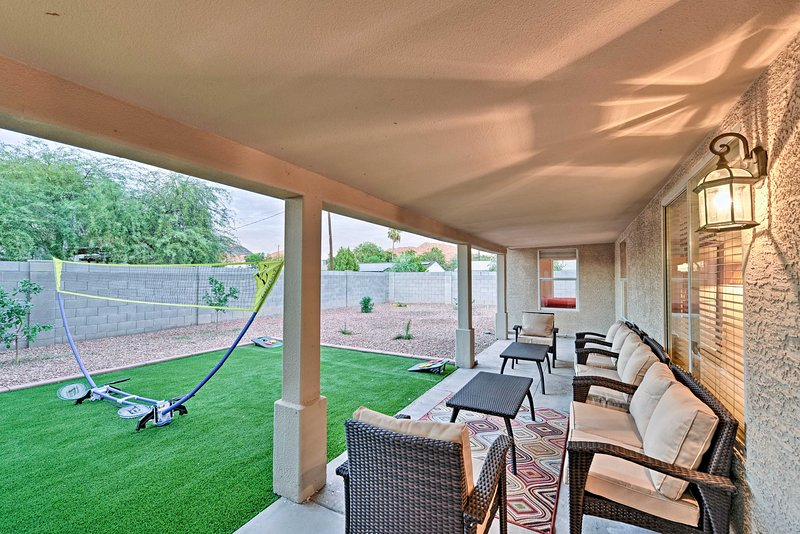 The large backyard offers racquetball and cornhole!