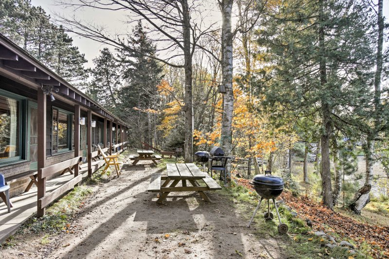 Lakefront Winchester Cabin w/ Deck, Grill & Dock!, vacation rental in Manitowish Waters