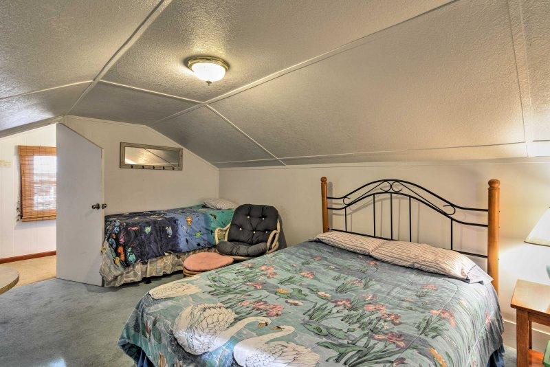 Al piano superiore si trova un letto matrimoniale e due letti peluche nella terza camera da letto.