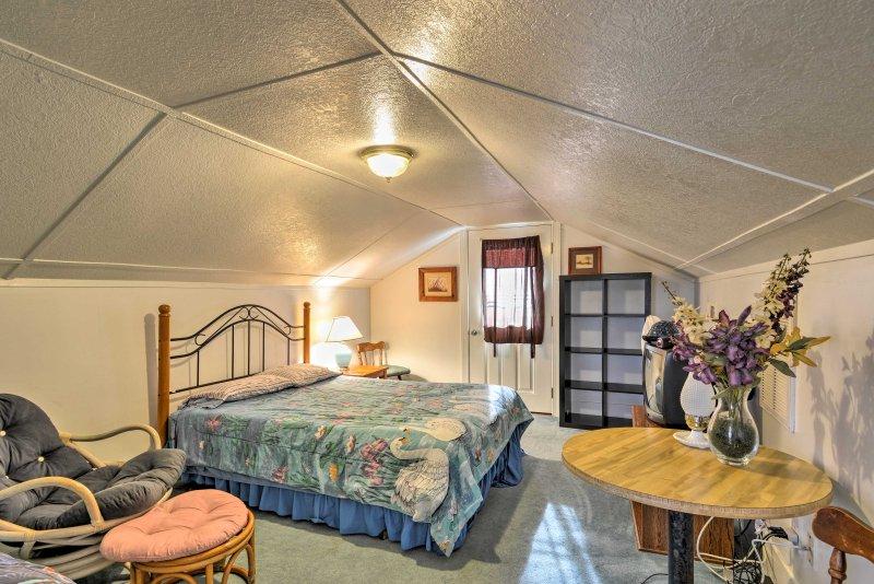 La camera con balcone è dotato di lussi aggiuntivi come TV via cavo e balcone privato!