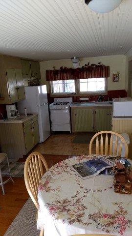 sala de jantar para a cozinha