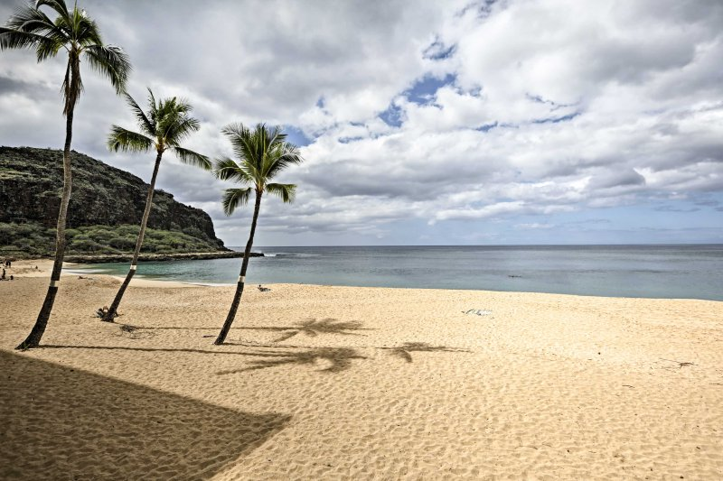 Find your ideal tropical hideaway at this beachfront, 1-bedroom, 1-bathroom vacation rental condo in Waianae!