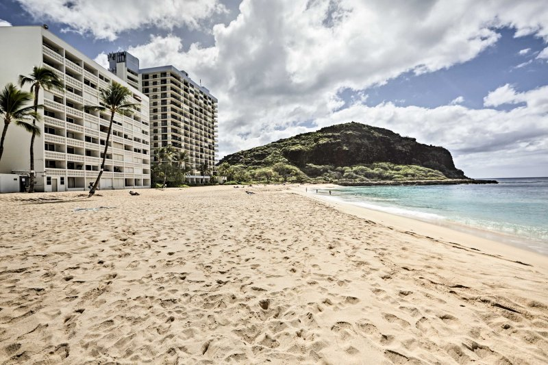Located on Papaoneone Beach, this condo offers easy access to local swimming and surfing spots.