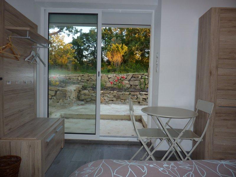 Mazet indépendant face à la Sainte Victoire région d'Aix-en-Provence, vacation rental in Peynier