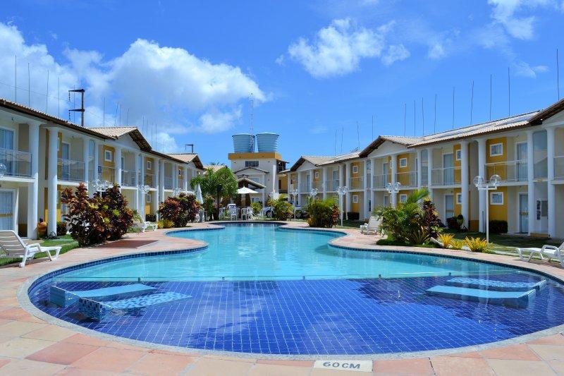 / Zona comunitaria piscina infantil y descanso en el agua
