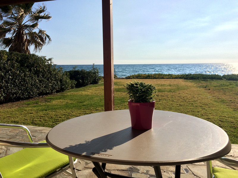 Serenity Beach Haven, vacation rental in Pervolia
