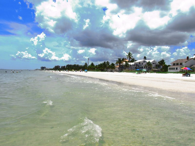 Beach Side Hideaway 127, holiday rental in Fort Myers Beach