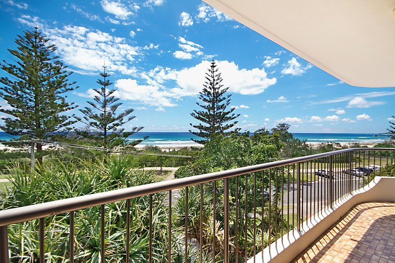 Porta Pacifique 10 - Beachfront with stunning views!, vacation rental in Tallebudgera