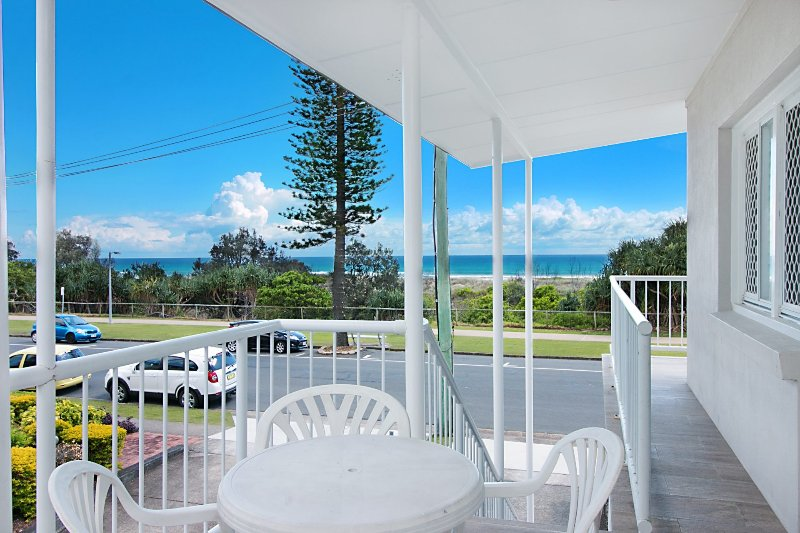 Legacy 4 - Affordable Beachfront Living in Bilinga (North Kirra), holiday rental in Bilambil Heights