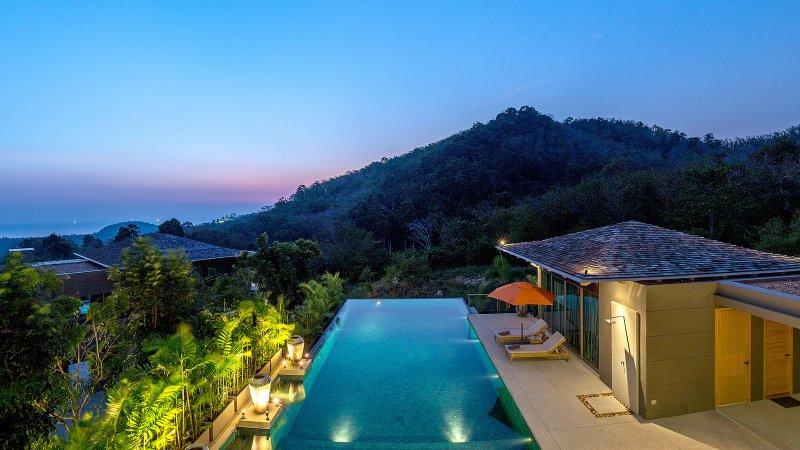 Luxury 7 bedroom villa in Layan, vakantiewoning in Nai Thon
