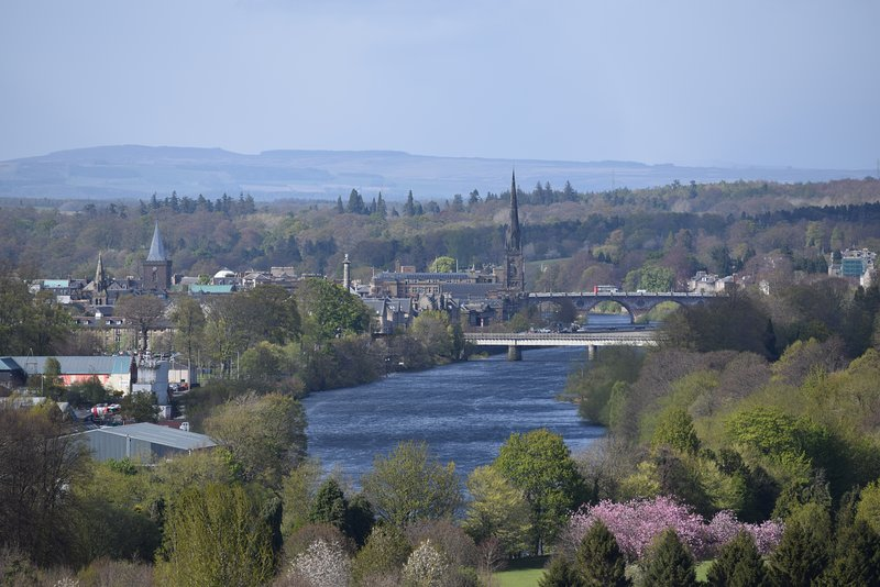 Many great cities such as Perth, Edinburgh, St Andrews, Stirling and Dundee are less than 1hr away