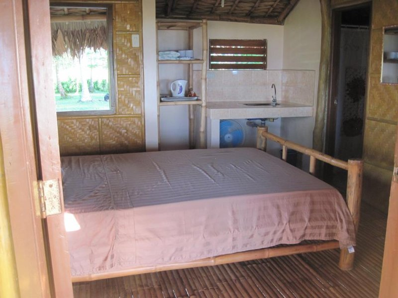 Suki Beach Resort - Bamboo House 'A' Studio Style, vacation rental in Bicol Region