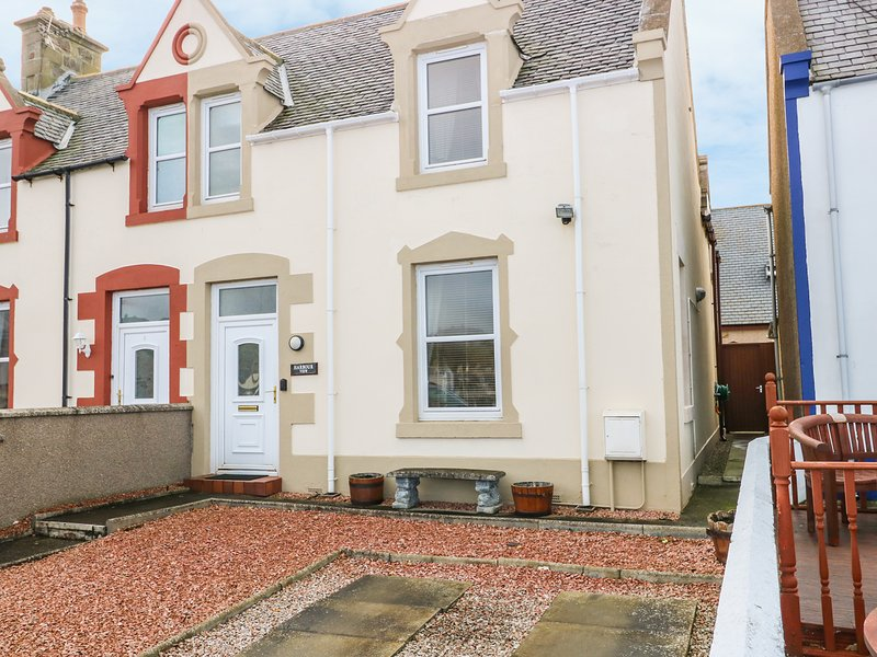 HARBOUR VIEW, WIFI, conservatory, amenities walking distance, views of harbour, holiday rental in Clochan